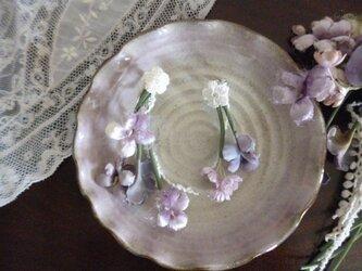 染め花*すみれのループイヤリングの画像