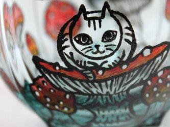 キノコと猫シリーズ・ティーカップ/香箱座りの猫とキノコの画像