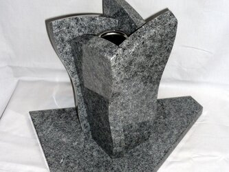 石の花瓶の画像