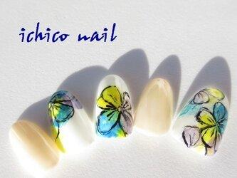 強く美しく・・・大胆で艶やかな花のネイルアート/青系の画像