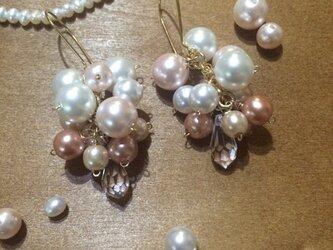 真珠のブーケ ピアスの画像