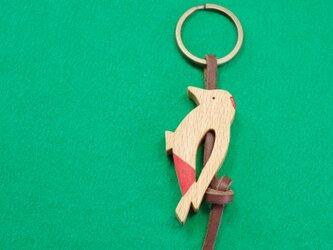 アカゲラ / キツツキ 木のキーリングの画像