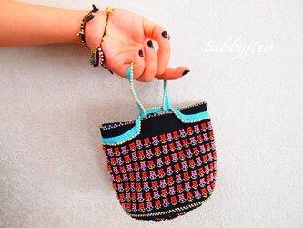 ビーズ編みバッグ-小花の黒ポーチの画像