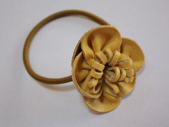 お花のヘアゴムの画像