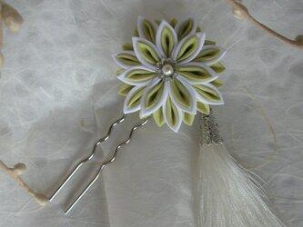 剣菊のタッセル付きかんざし green 【つまみ細工】の画像