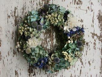 紫陽花とルリタマアザミのリースの画像