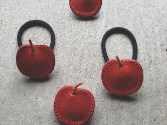 りんごのヘアゴムの画像