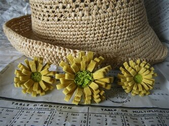 革のお花 コサージュ 黄・小の画像