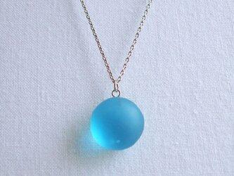氷ぼんぼん ネックレス青の画像