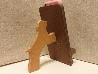 コッカースパニエルが支える携帯・スマホスタンド 濃茶の画像