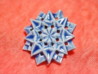 ブローチ コンパス 青の画像