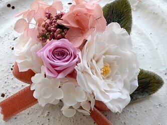 卒業式 入学式 【 ホワイトピンクホワイト】 コサージュ プリザーブドフラワー   発表会 結婚式 ヘッドドレスの画像
