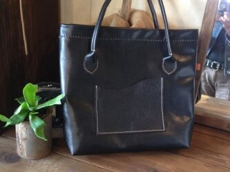 黒いトートバッグの画像