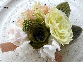 【フレッシュモスホワイト】 コサージュピン バラ  プリザーブドフラワー  発表会 結婚式 入学式 卒業式 ヘッドドレスの画像