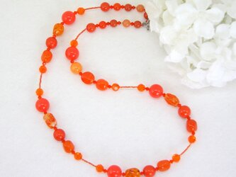 情熱のオレンジのネックレスの画像