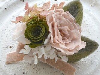 【ベージュモスグリホワイト】コサージュピン バラ アジサイ プリザーブドフラワー 発表会 結婚式 卒業式 入学式 ヘッドドレスの画像