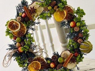 【送料無料】 森リース ドライフルーツ アジサイ 直径約35cm プリザーブドフラワー 玄関インテリア ギフト  クリスマスの画像