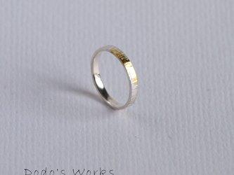 シルバーに金箔のリングの画像
