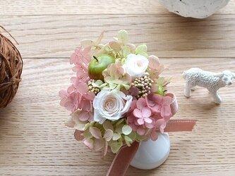 【淡ピンク】ベビーシューズ プリザーブドフラワー フラワーギフト アジサイ バラ お祝い 敬老の日の画像