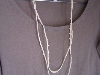 ホワイトかぎ針編みネックレスの画像