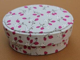 【ご予約済み】いちご柄の箱(オーバル型)の画像