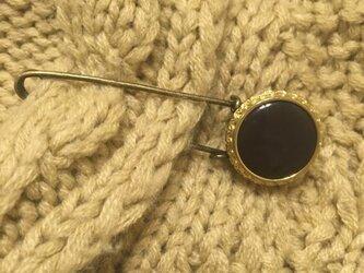【再販】アンティークな黒ボタンのストールピンの画像