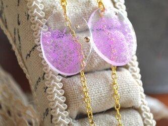 手描きレースのイヤリング(紫)の画像