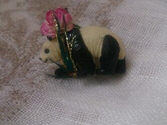 パンダと薔薇のピンズの画像