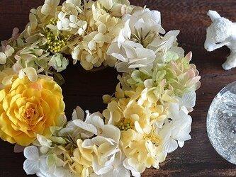 【イエローグリーン】プリザーブドフラワー リース バラ アジサイ  ウェルカムリース ギフト お祝い プレゼント 米寿の画像