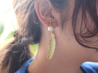 Feather Cotton Pearl Earringsの画像