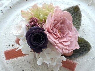 【ピンクチャコールホワイト】コサージュピン バラ アジサイ プリザーブドフラワー   発表会 結婚式 ヘッドドレス 七五三の画像