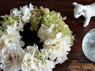 【ホワイトグリーン】プリザーブドフラワー リース バラ アジサイ リングピロー ウェルカムリース ギフト お祝いの画像