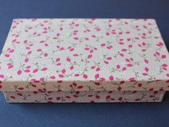 【ご予約済み】いちご柄の箱(お札入れ)の画像