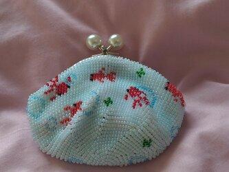 <再出品>ビーズ編みがま口財布 金魚柄(水色丸玉)の画像