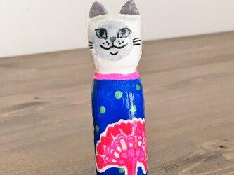 木彫り猫 花柄の画像