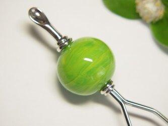 緑のマーブル模様のとんぼ玉かんざし 耳かき二本足の画像