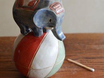 玉乗り子象の小物入れの画像