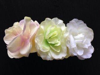 アジサイとバラのバレッタ(イエローグリーン&ホワイト)の画像
