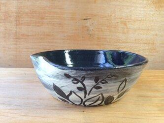 葉柄の変形鉢の画像