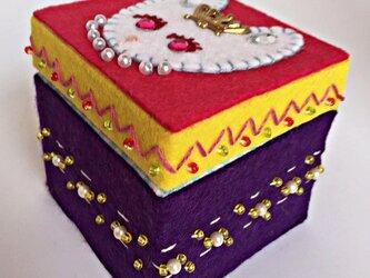 フェルト小箱「ウサギ姫」の画像