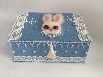 フェルトのブック型小箱「スノーうさぎ」の画像