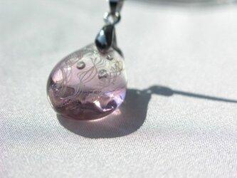 しっぽり秋色 秋桜 レースガラスペンダントの画像