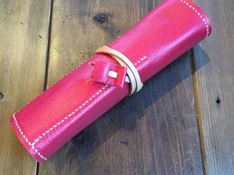 赤い巻きペンケースの画像