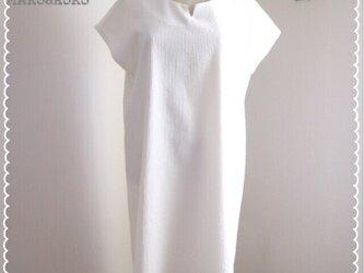 襟&サイドスリット入り後ろ裾長めフレンチスリーブワンピース♥の画像