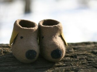 フェルトのベビーブーツ(ワンコ)ベージュの画像
