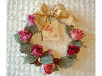 薔薇のリース飾りの画像