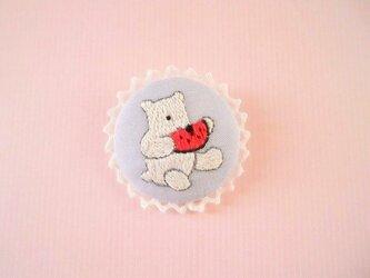 かわいい白くまの刺繍ブローチの画像
