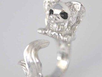 伏せるパピヨンリング【送料無料】指にぺたりと伏せた立体的なパピヨンの指輪ですの画像