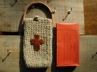 スマホ・ケース(麻糸ゴム編み)十字マークの画像