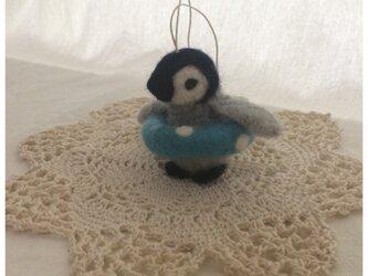 ペンギン 浮き輪の画像